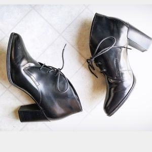 Clarks black heeled booties size 8